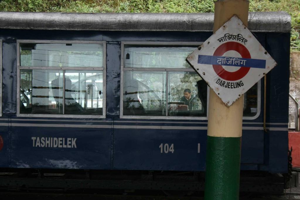 Am Bahnhof in Darjeeling